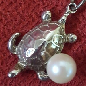 Genuine while pearl sterling silver turtle pendant